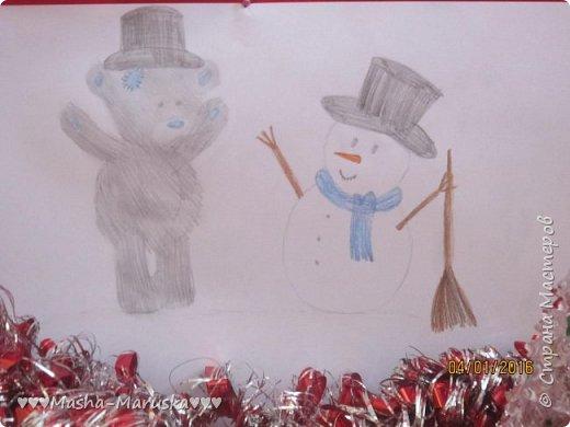 """Привет, любители рисования! Сегодня я сдаю работу на конкурс """"Новогодние герои"""". Мой новогодний герой это всеми любимый Тедди. Плюшевые мишки тоже готовятся к праздникам. Представляю к вашему вниманию два рисунка. Первый рисунок """"Подготовка к празднику"""". На нём изображён мишка Тедди. В его лапах коробка с надписью """"Декорации"""". На голове Тедди надет новогодний колпак. На картинке можно увидеть надпись """"НоВыЙ гОд!"""". фото 8"""