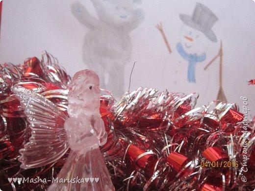 """Привет, любители рисования! Сегодня я сдаю работу на конкурс """"Новогодние герои"""". Мой новогодний герой это всеми любимый Тедди. Плюшевые мишки тоже готовятся к праздникам. Представляю к вашему вниманию два рисунка. Первый рисунок """"Подготовка к празднику"""". На нём изображён мишка Тедди. В его лапах коробка с надписью """"Декорации"""". На голове Тедди надет новогодний колпак. На картинке можно увидеть надпись """"НоВыЙ гОд!"""". фото 12"""