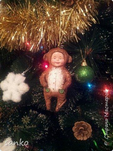 """Ёлочная игрушка в технике ватного папье-маше - """"малыш в костюме обезьянки"""". Не успела доделать- как прибежали и отобрали!)))) Даже нормально пофоткать не успела. фото 2"""