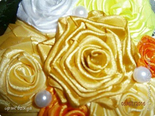 """эти подарки сделаны сотрудницам отдела у которых день рождение в январе:1,5 и 11 числа. Розы сделаны из ленточек, а """"фиалки"""" это готовые цветы. фото 5"""