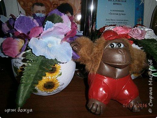 """эти подарки сделаны сотрудницам отдела у которых день рождение в январе:1,5 и 11 числа. Розы сделаны из ленточек, а """"фиалки"""" это готовые цветы. фото 9"""