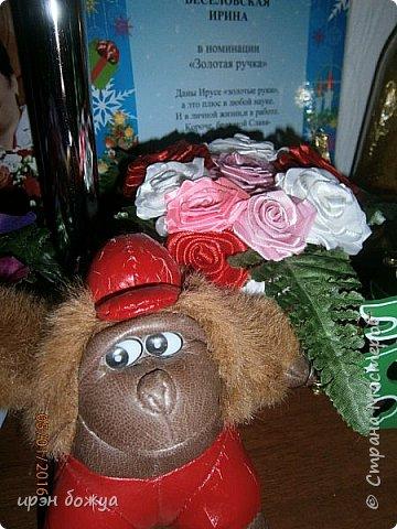 """эти подарки сделаны сотрудницам отдела у которых день рождение в январе:1,5 и 11 числа. Розы сделаны из ленточек, а """"фиалки"""" это готовые цветы. фото 15"""