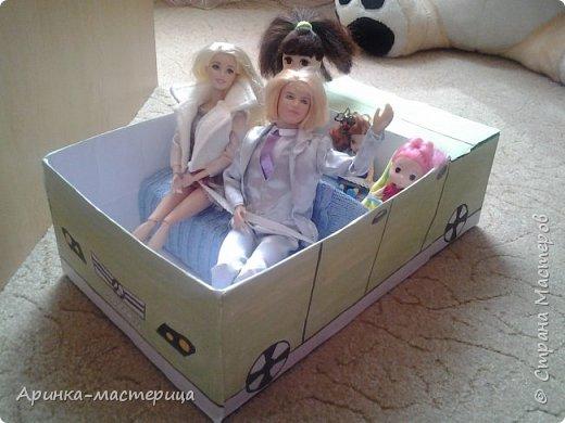 Вот такую смешную кукольную машину я сделала) У нее есть ремни безопасности,огромный багажник. Влезает в нее около шести кукол. фото 3