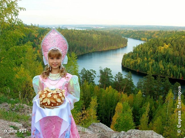Все костюмы для своей дочурки шила сама. Очень уж ей нравиться занимать почётное 1 место в конкурсе костюмов и получать главный приз. Сказочный костюм ЗАРЯ-ЗАРЯНИЦА.   У меня есть девочка, как у утра ЗОРЮШКА, тонкая как деревце, лёгкая как пёрышко... фото 11