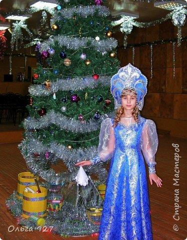 Все костюмы для своей дочурки шила сама. Очень уж ей нравиться занимать почётное 1 место в конкурсе костюмов и получать главный приз. Сказочный костюм ЗАРЯ-ЗАРЯНИЦА.   У меня есть девочка, как у утра ЗОРЮШКА, тонкая как деревце, лёгкая как пёрышко... фото 4