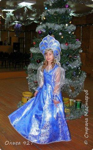 Все костюмы для своей дочурки шила сама. Очень уж ей нравиться занимать почётное 1 место в конкурсе костюмов и получать главный приз. Сказочный костюм ЗАРЯ-ЗАРЯНИЦА.   У меня есть девочка, как у утра ЗОРЮШКА, тонкая как деревце, лёгкая как пёрышко... фото 5