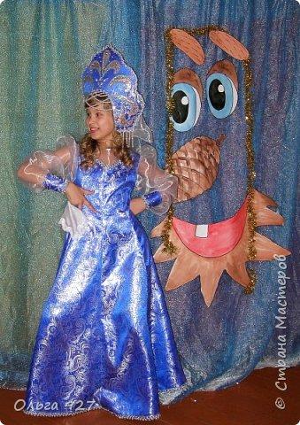 Все костюмы для своей дочурки шила сама. Очень уж ей нравиться занимать почётное 1 место в конкурсе костюмов и получать главный приз. Сказочный костюм ЗАРЯ-ЗАРЯНИЦА.   У меня есть девочка, как у утра ЗОРЮШКА, тонкая как деревце, лёгкая как пёрышко... фото 6