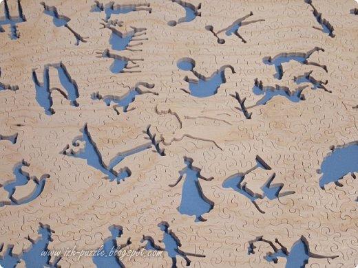 Отпечатанная на бумаге репродукция картины Томаса  Гейнсборо (Thomas Gainsborough (English, 1727-1788). The Marsham Children, 1787) наклеена на лист фанеры и затем разрезана на отдельные детали, образовав хитрый пазл:  фото 10