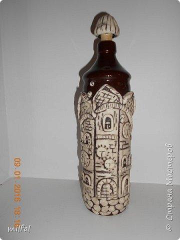Была глиняная бутылка из под бальзама,долго не знала что придумать,придумала,получились вот такие домики из солёного теста. фото 2