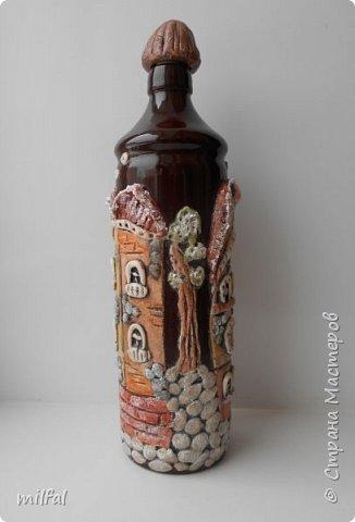 Была глиняная бутылка из под бальзама,долго не знала что придумать,придумала,получились вот такие домики из солёного теста. фото 3