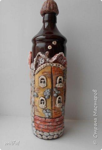 Была глиняная бутылка из под бальзама,долго не знала что придумать,придумала,получились вот такие домики из солёного теста. фото 4