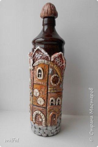 Была глиняная бутылка из под бальзама,долго не знала что придумать,придумала,получились вот такие домики из солёного теста. фото 5