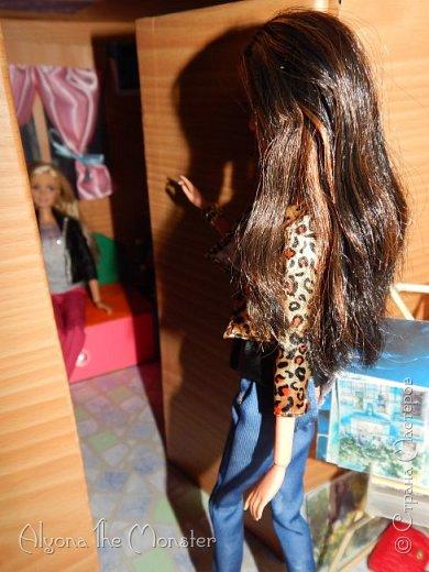 Приветствую всех, кто зашел в гости! Все каникулы я исполняла свою мечту - делала кукольный дом. Это была очень большая и очень сложная работа. Дом сделан из двух почтовых коробок №6, состоит из двух этажей и веранды. фото 11