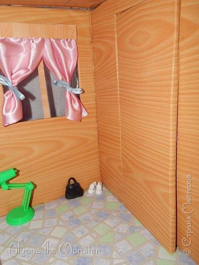 Приветствую всех, кто зашел в гости! Все каникулы я исполняла свою мечту - делала кукольный дом. Это была очень большая и очень сложная работа. Дом сделан из двух почтовых коробок №6, состоит из двух этажей и веранды. фото 12