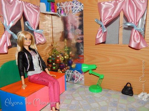 Приветствую всех, кто зашел в гости! Все каникулы я исполняла свою мечту - делала кукольный дом. Это была очень большая и очень сложная работа. Дом сделан из двух почтовых коробок №6, состоит из двух этажей и веранды. фото 13