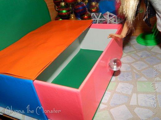 Приветствую всех, кто зашел в гости! Все каникулы я исполняла свою мечту - делала кукольный дом. Это была очень большая и очень сложная работа. Дом сделан из двух почтовых коробок №6, состоит из двух этажей и веранды. фото 16