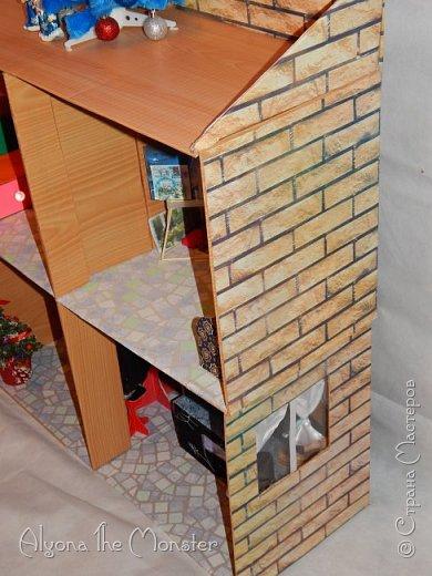 Приветствую всех, кто зашел в гости! Все каникулы я исполняла свою мечту - делала кукольный дом. Это была очень большая и очень сложная работа. Дом сделан из двух почтовых коробок №6, состоит из двух этажей и веранды. фото 24