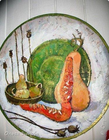 Панно на кухню с тыквами.Потянуло меня последнее время поживописить...Давно ничего не рисовала.Виниловый диск,  шпаклёвка, акриловые краски.На ровной поверхности  работать не захотела, поэтому по фону прошлась сухой кистью со шпаклёвкой. фото 7
