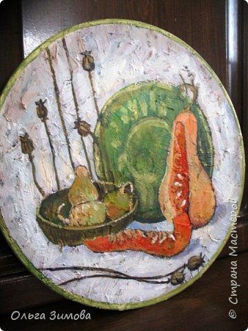 Панно на кухню с тыквами.Потянуло меня последнее время поживописить...Давно ничего не рисовала.Виниловый диск,  шпаклёвка, акриловые краски.На ровной поверхности  работать не захотела, поэтому по фону прошлась сухой кистью со шпаклёвкой. фото 9