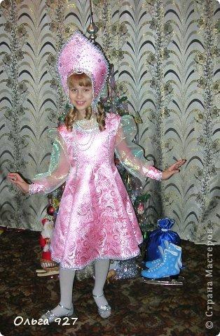 Все костюмы для своей дочурки шила сама. Очень уж ей нравиться занимать почётное 1 место в конкурсе костюмов и получать главный приз. Сказочный костюм ЗАРЯ-ЗАРЯНИЦА.   У меня есть девочка, как у утра ЗОРЮШКА, тонкая как деревце, лёгкая как пёрышко... фото 9