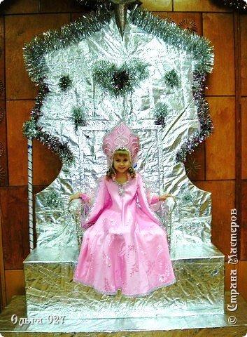 Все костюмы для своей дочурки шила сама. Очень уж ей нравиться занимать почётное 1 место в конкурсе костюмов и получать главный приз. Сказочный костюм ЗАРЯ-ЗАРЯНИЦА.   У меня есть девочка, как у утра ЗОРЮШКА, тонкая как деревце, лёгкая как пёрышко... фото 3