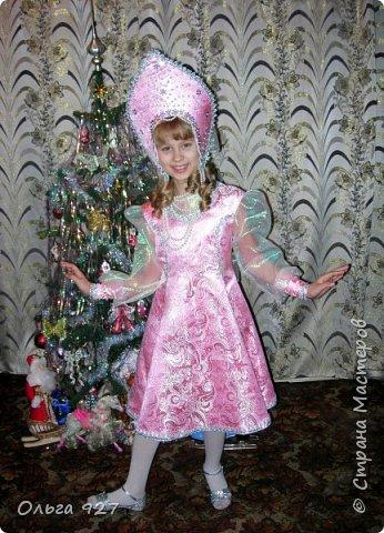 Все костюмы для своей дочурки шила сама. Очень уж ей нравиться занимать почётное 1 место в конкурсе костюмов и получать главный приз. Сказочный костюм ЗАРЯ-ЗАРЯНИЦА.   У меня есть девочка, как у утра ЗОРЮШКА, тонкая как деревце, лёгкая как пёрышко... фото 8