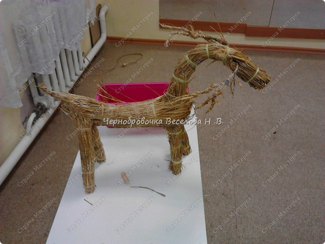 Соломенный олень был сделан, как экспонат , для участия в  межрегиональной выставке Рождественские узоры Поволжья фото 11