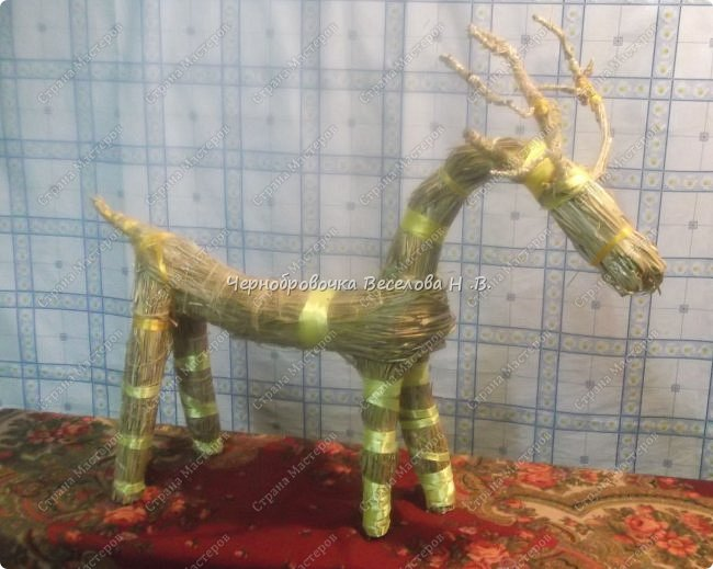Соломенный олень был сделан, как экспонат , для участия в  межрегиональной выставке Рождественские узоры Поволжья фото 1