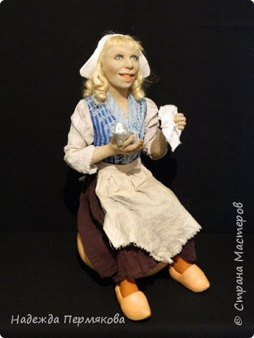 Текстильная кукла Золушка персонаж советского фильма так любимого многими поколениями, кукла размером 45 см . сидя материал синтепон обтянутый капроном, внутри проволочный каркас, волосы мех овцы, тыква из папье маше. Благодаря проволочному каркасу можно задать любое положение.