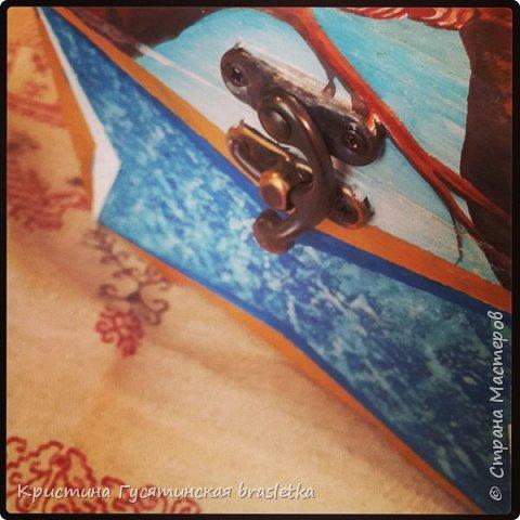 На верхней стороне крышки изображение Райской Птицы-Сирин.  По народному сказанию, утром на Яблочный Спас прилетает в яблоневый сад птица Сирин, которая грустит и плачет.  Сирин - символ Счастья. фото 5