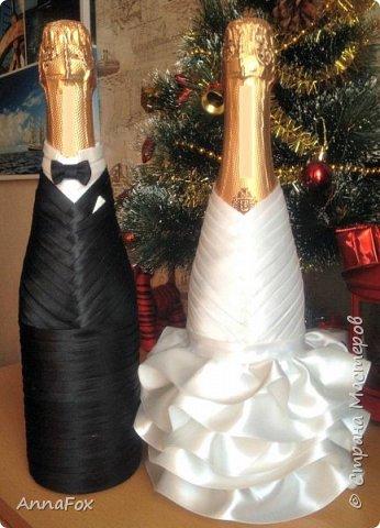 Всем привет!) У сестры через месяц свадьба, попросила сделать  бутылочки, чтобы не было ничего лишнего. Я предлагала сделать разные украшения, но она захотела без них, чтобы все было как можно проще. В общем, вот что у меня получилось :)  фото 1