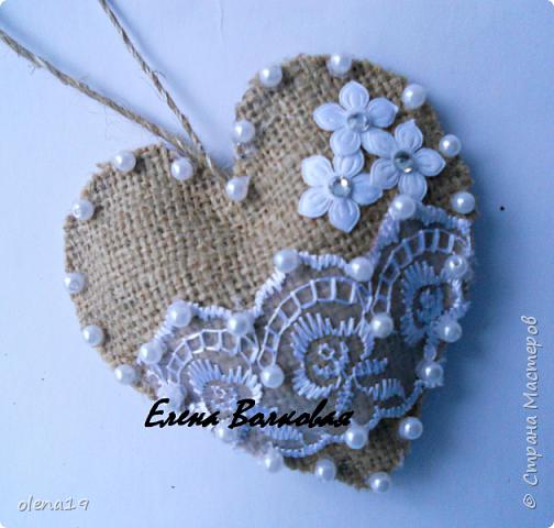 Сердечки из мешковины с кружевом, бусинками.  фото 2