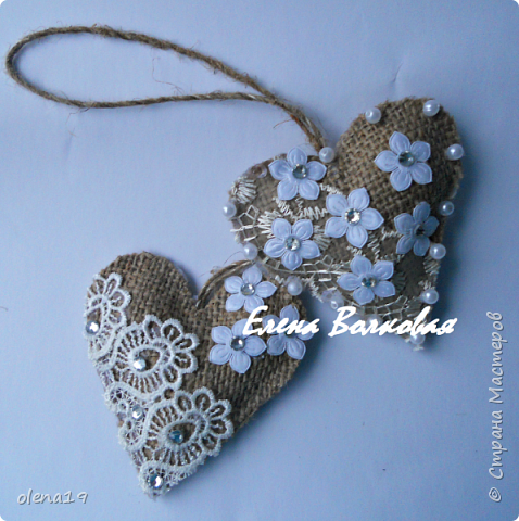 Сердечки из мешковины с кружевом, бусинками.  фото 3