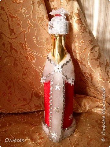 Такую одежку  делала еще к прошлому Новому Году. Шубка съемная. в 2012 году делала похожие наряды https://stranamasterov.ru/node/485404 , только беечку на бутылку клеила. фото 1