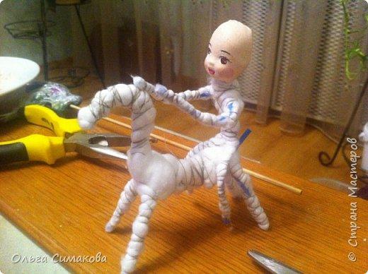 Девочка на коне из ваты фото 8
