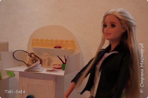 Моя кукла сидит на кровати. фото 4
