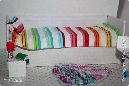 Моя кукла сидит на кровати. фото 5