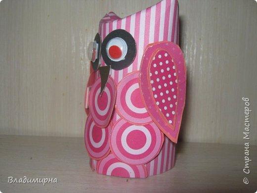 Такая розовая совунья появилась у меня.  Основой послужил рулончик туалетной бумаги, вещё в работе использовала цветной  картон и скрапбумагу. фото 3