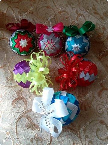 Новогодние елочные шарики