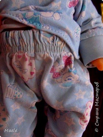 Дочкиной кукле Алине сшила вчера пижамку из порвавшихся домашних штанишек :) манжеты и резинка штанов очень пригодились) фото 2