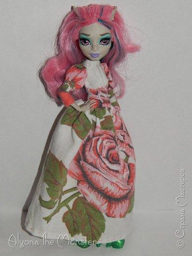 Приветствую всех, кто зашел в гости! Недавно я сшила Платье для Рошели в стиле 19-го века или Викторианской эпохи (и на то и на другое похоже). Также немного переделала ей прическу, убрала челку.  фото 2