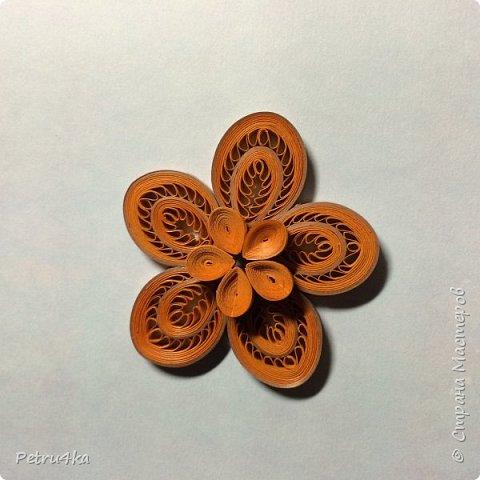 Добрый день дорогие мастерицы! Многие попросили меня показать как я делаю подобный цветок. Я раньше не делала мастер-классы, пробую впервые и надеюсь всем будет понятно!!! Рада если кому пригодится! фото 14