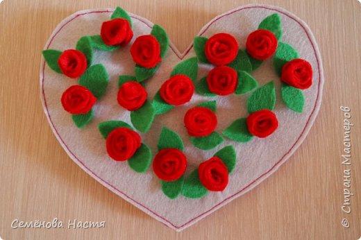 Доброе время суток!Хочу представить вашем вниманию валентинку из фетра в виде открытки. Представлена внешняя сторона (обложка). фото 2