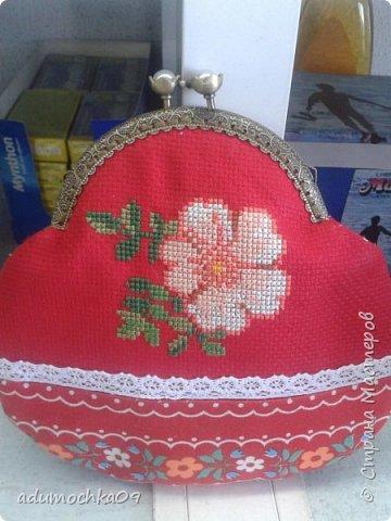 Подушка ко дню Валентина,это переделка,давно шила,не нравилась,распорола и с той же вышивкой получилась такая подушечка фото 4