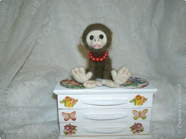 Вот такую обезьянку муж свалял по моему заказу в подарок для одной чудесной женщины и её доченьки. фото 1