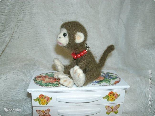 Вот такую обезьянку муж свалял по моему заказу в подарок для одной чудесной женщины и её доченьки. фото 2