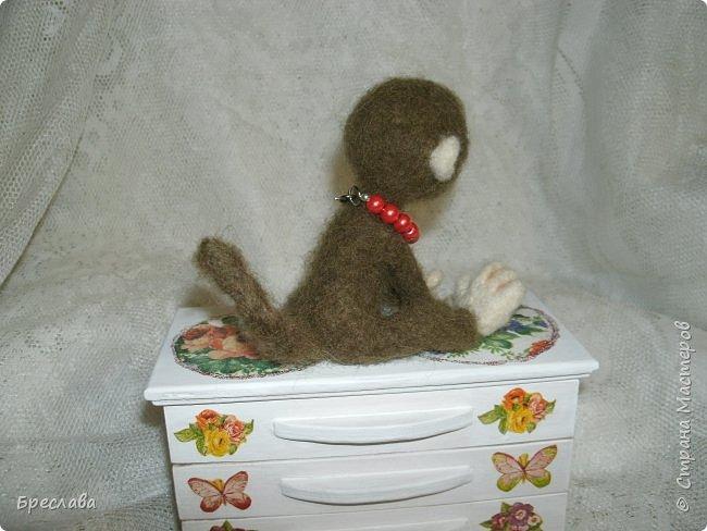 Вот такую обезьянку муж свалял по моему заказу в подарок для одной чудесной женщины и её доченьки. фото 3