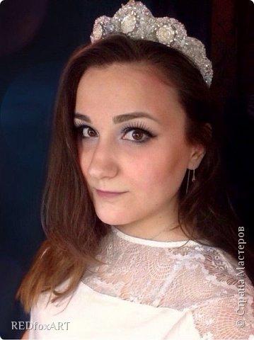 А как вам такой вариант осовременивания традиционных головных уборов? Диадема, корона, кокошник - носить можно как угодно :) фото 6