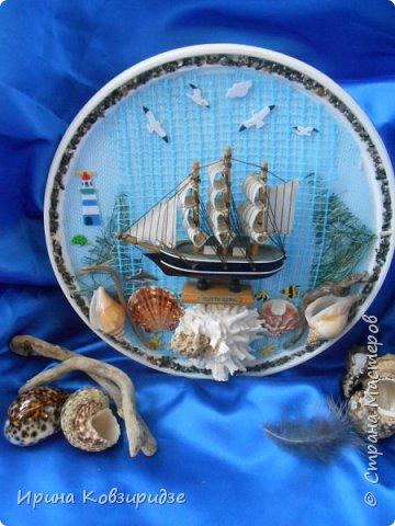 С моря я привезла много раковин. Прикупила к ним магнитов на морскую тему, собрала пластиковых крышек от ведёрок  и начала фантазировать... фото 6