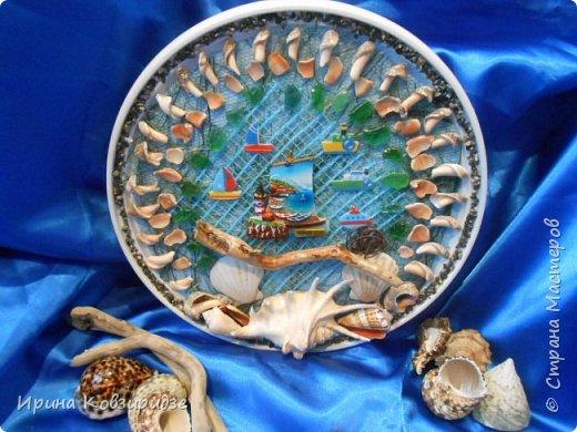 С моря я привезла много раковин. Прикупила к ним магнитов на морскую тему, собрала пластиковых крышек от ведёрок  и начала фантазировать... фото 14